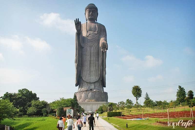 Самый высокий будда - одна из самых высоких вещей в мире