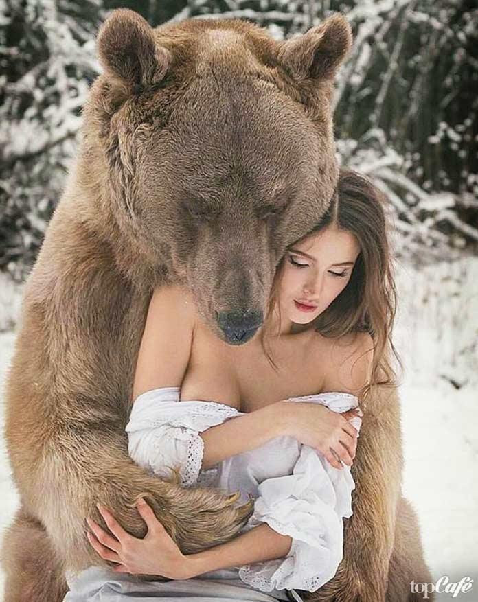 Женщина и медведь