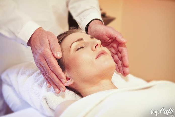 Как ухаживать за кожей зимой: Hot Oil Hair Massage. CC0