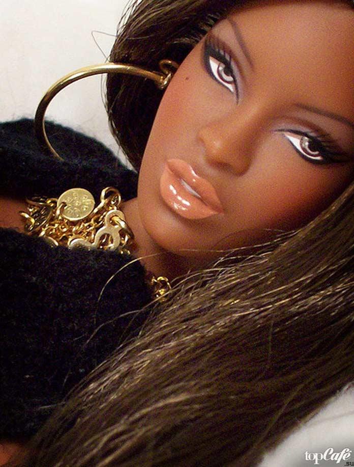 Темнокожая кукла