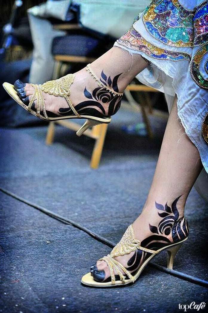 Красивые ступни девушек