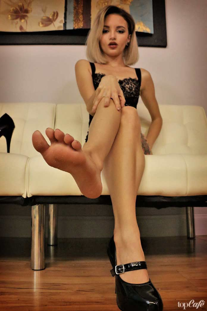 Прекрасные ступни девушек