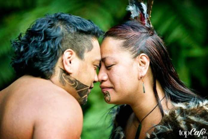 Приветствие маори. Трутся носами