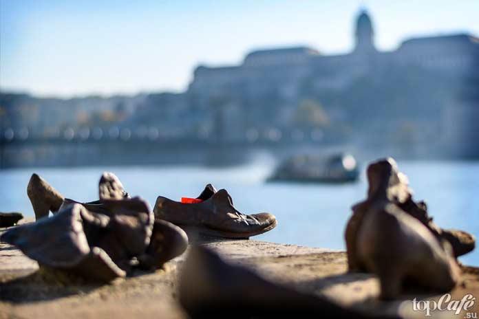 Туфли на набережной Дуная в Будапеште