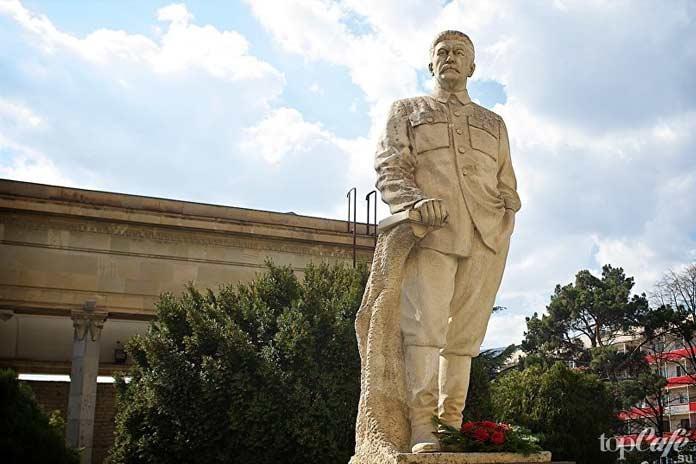 Гори памятник Сталину