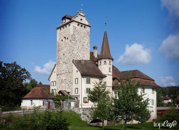 Арванген - один из самых красивых замков Швейцарии. СС0