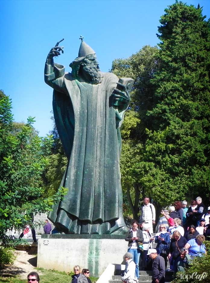 Памятник Гргура Нинского