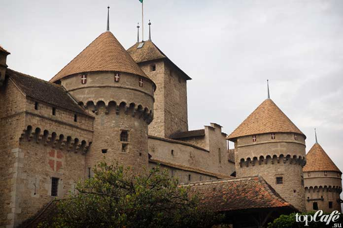 Шильон - один из самых красивых замков Швейцарии. CC0