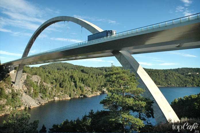 На фото: Свинесундский мост