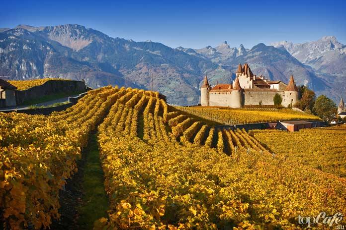 Эгль - один из самых красивых замков Швейцарии