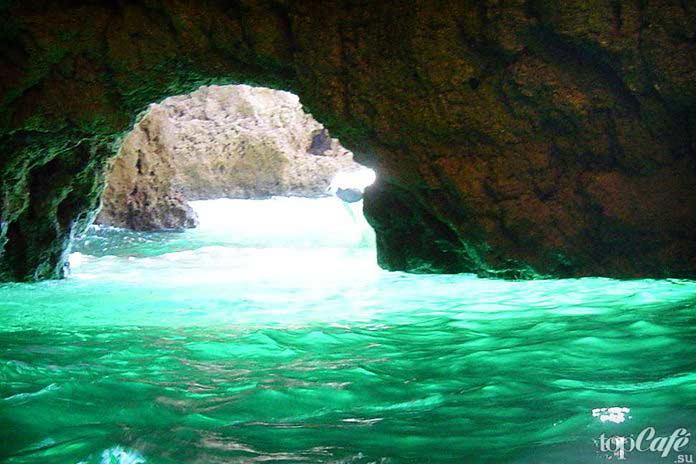 Зелёная пещера - один из самых красивых гротов Хорватии