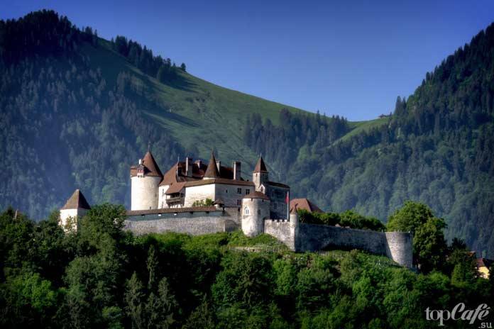 Грюйер - один из самых красивых замков Швейцарии