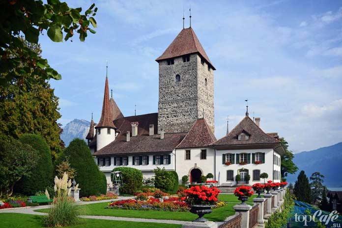 Шпиц - один из самых красивых замков Швейцарии