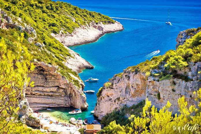 Залив Стинива - один из самых живописных гротов Хорватии