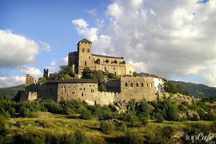 Валер - один из самых красивых замков Швейцарии
