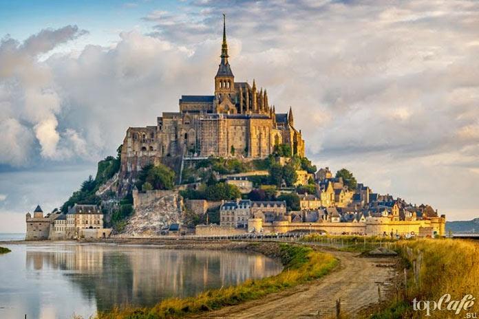 Готическая архитектура Франции: Комплекс-«Чудо» аббатства Мон Сен Мишель