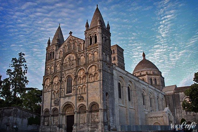 Церковь Сен Пьер
