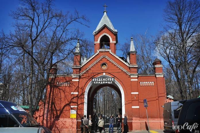 Удивительные готические места Москвы: Ворота Введенского кладбища