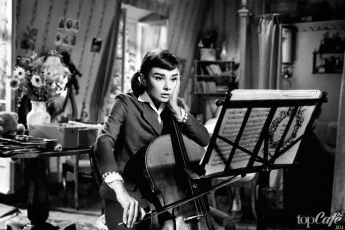Список лучших фильмов с Одри Хепберн: Любовь после полудня.1957