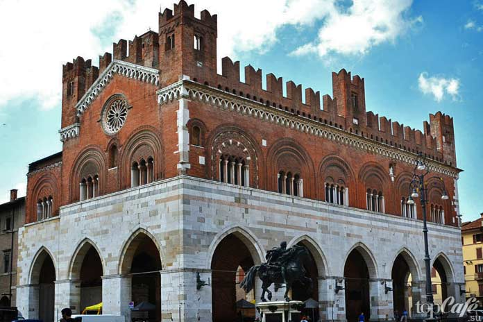 Палаццо дель Комуне в Пьяченце