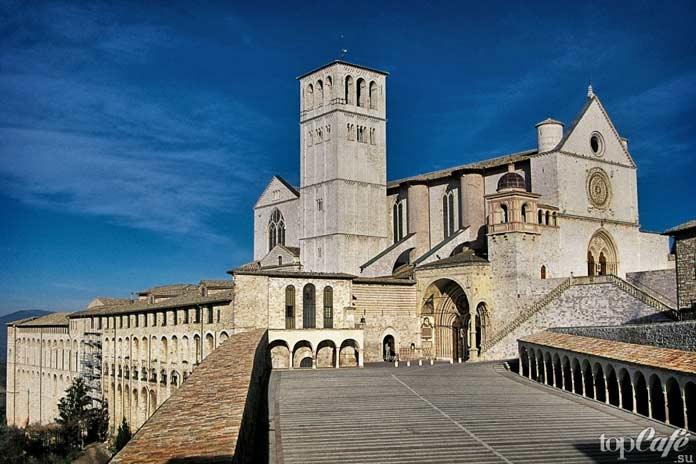 Готическая архитектура Италии: Церковь Сан Франческо в Ассизи