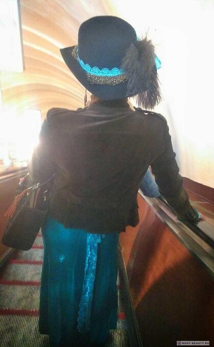 Удивительные фотографии модниц в метро: Модная шляпка