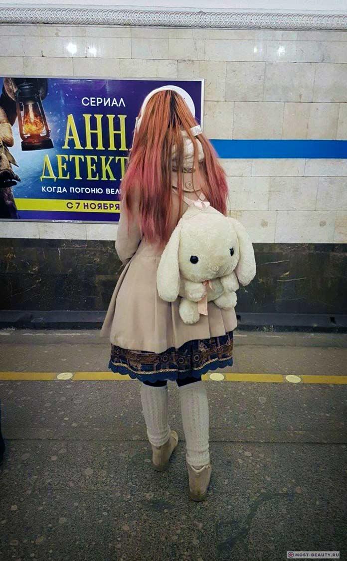 Фотографии женщин в метро: Девочка