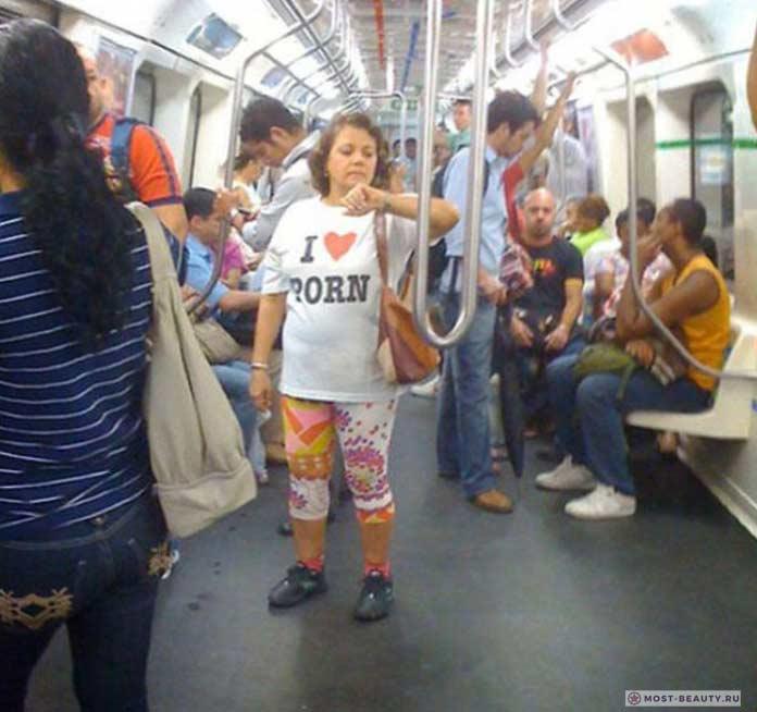 Фотографии женщин в метро: ей нечего скрывать!