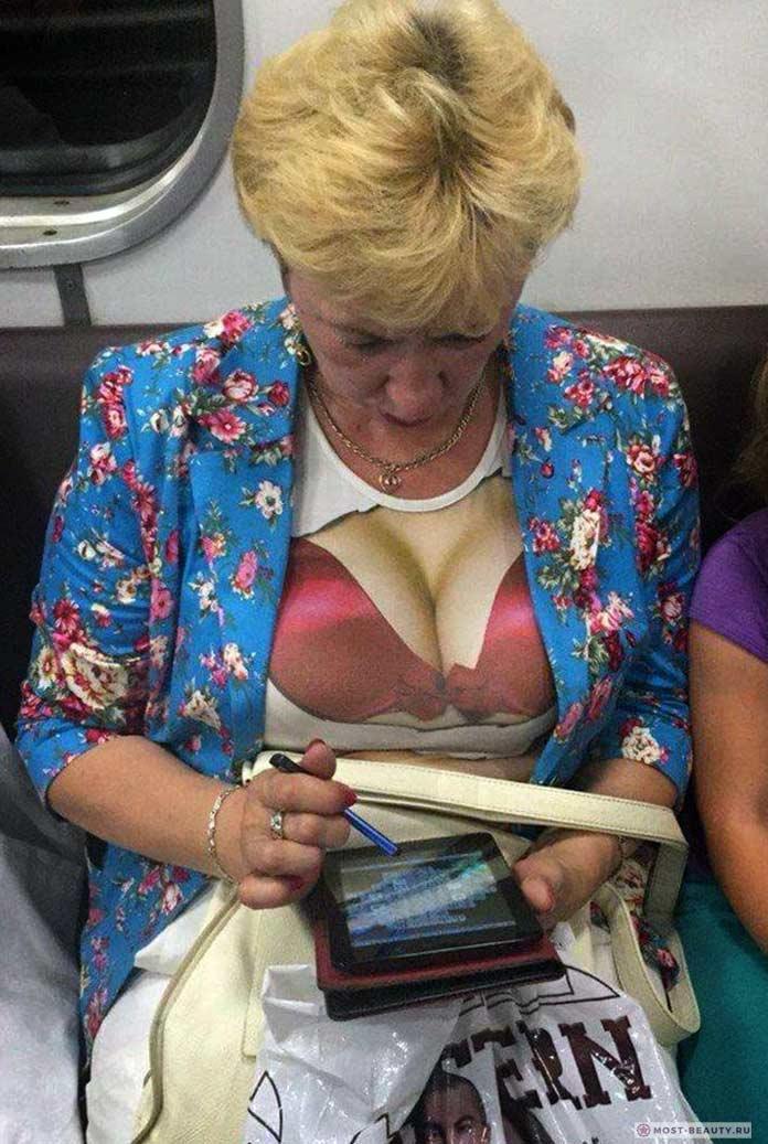 Фотографии женщин в метро: Халат