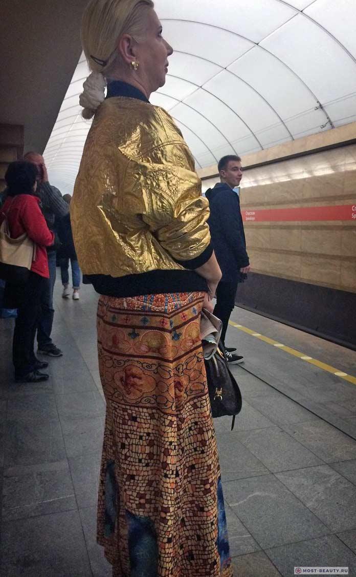 Фотографии женщин в метро: Золотой стиль!