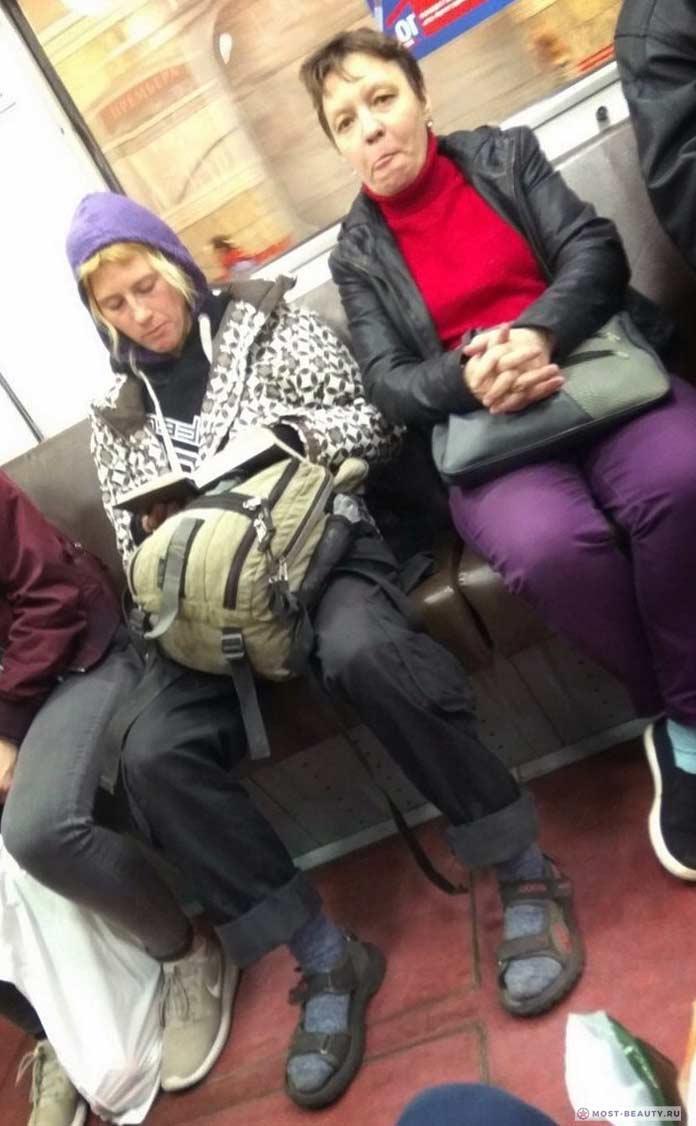 Фотографии женщин в метро: Интересный прикид
