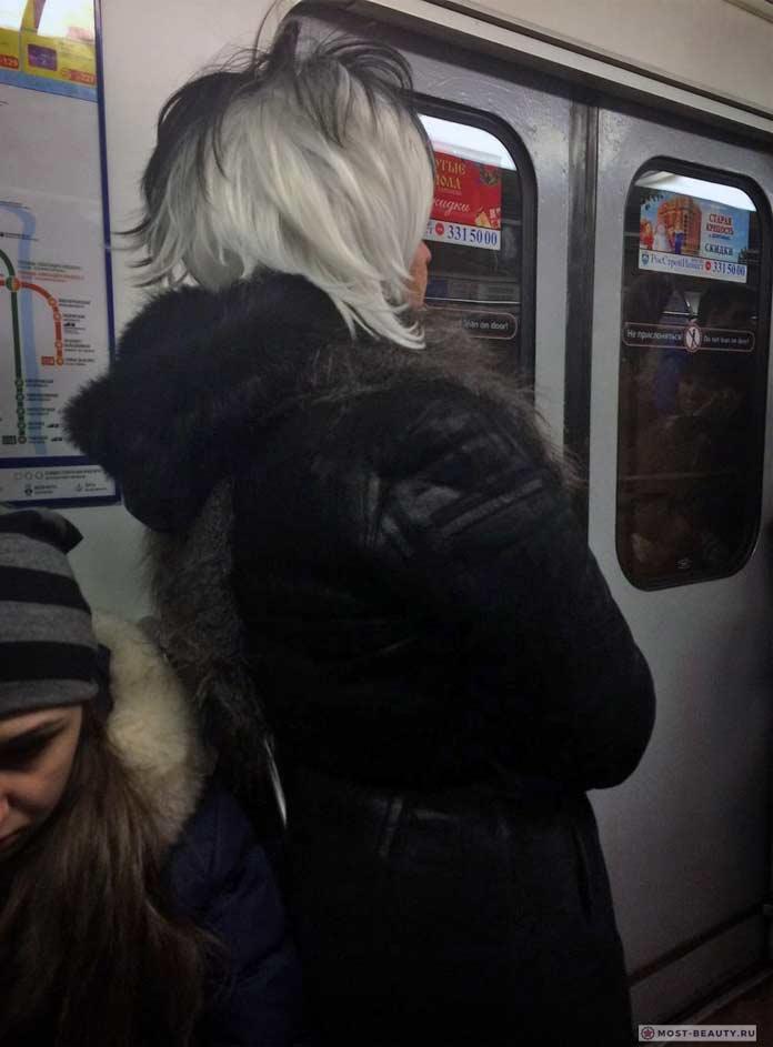 Фотографии женщин в метро: Прическа