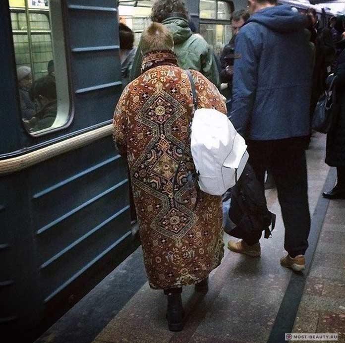 Удивительные фотографии модниц в метро: Ковер