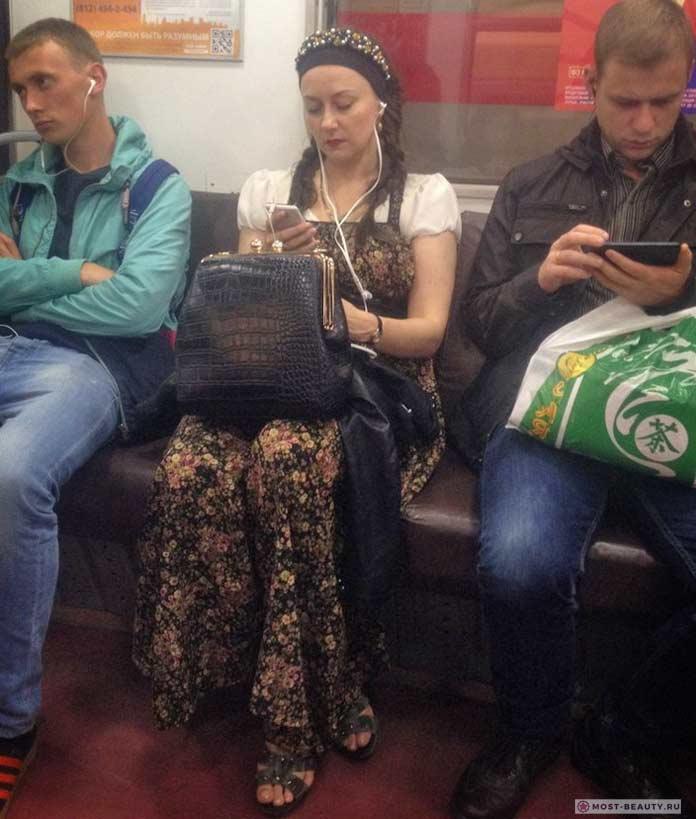 Красивые фотографии модниц в метро: Алёнушка