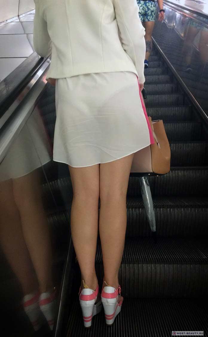 Удивительные фотографии модниц в метро: Красивая попка