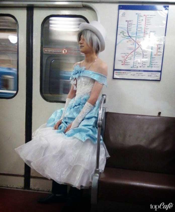 фотографии женщин в метро: Невеста в метро