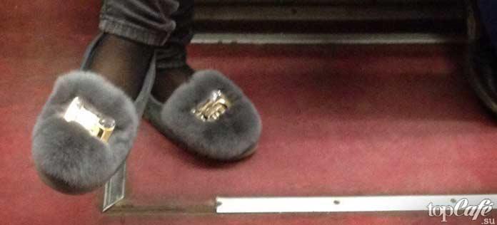 фотографии женщин в метро: Обувь в метро