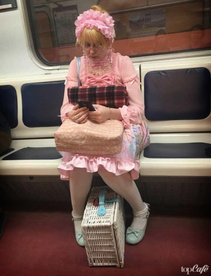 Бабушка в метро