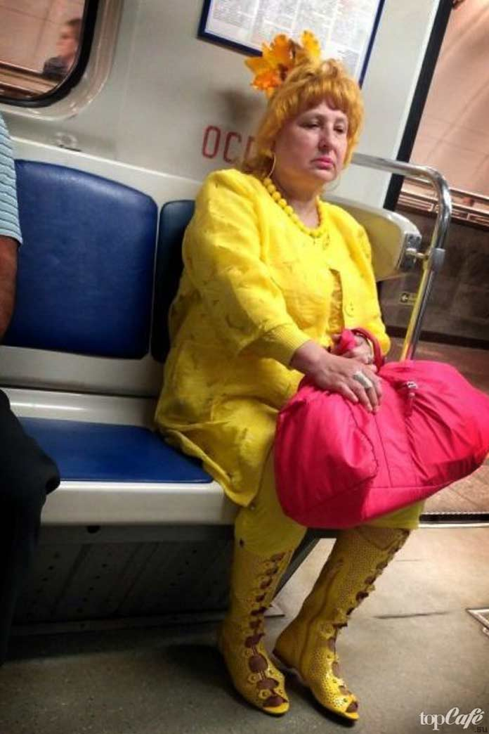 Красивые женщины в метро
