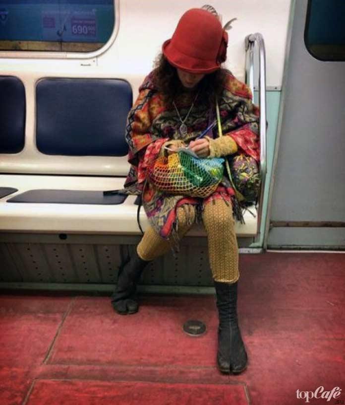 Фотографии женщин в метро: Модная девушка