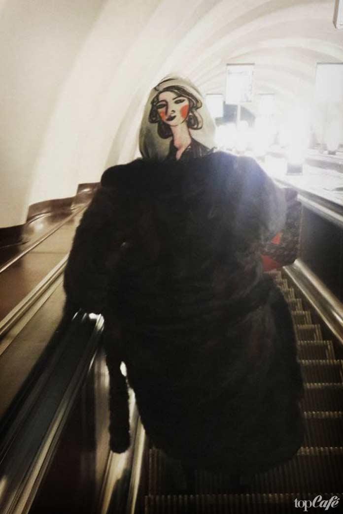 фото женщин в метро