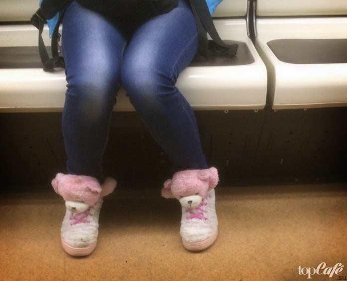 Фотографии женщин в метро: Девушка в метро