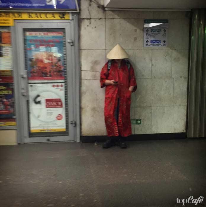 Китайская женщина в метро