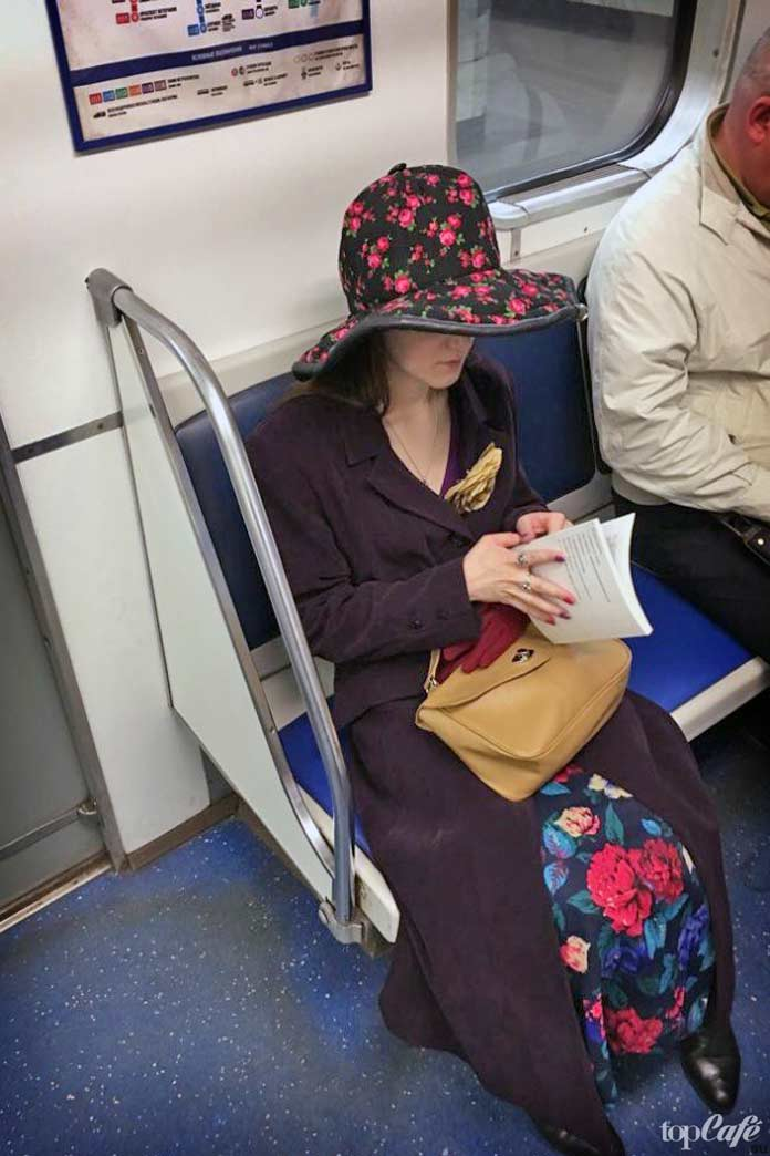 Девукшка в шляпке