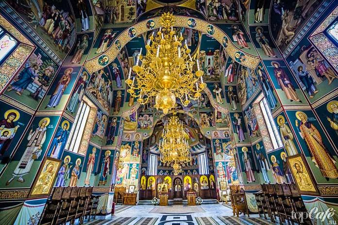 Монастырь Sihastria Putnei - одно из прекрасных мест Румынии