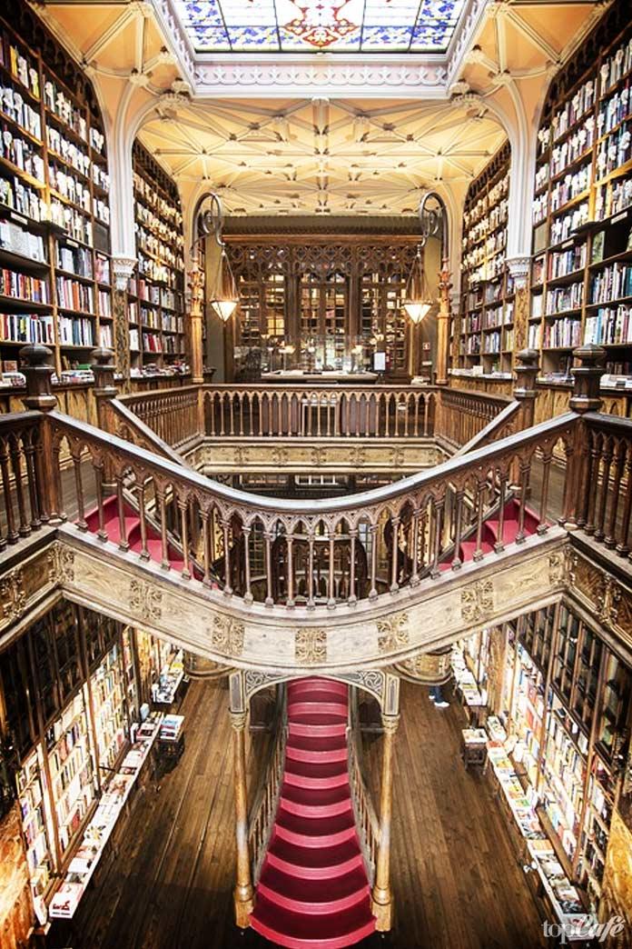 Посетите книжный магазин Livraria Lello
