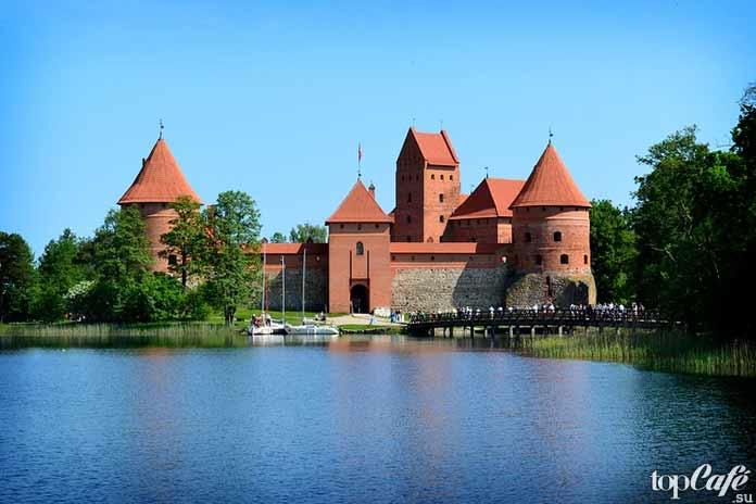 Trakai Island Castle - одно из удивительных мест Литвы для посещения туристами
