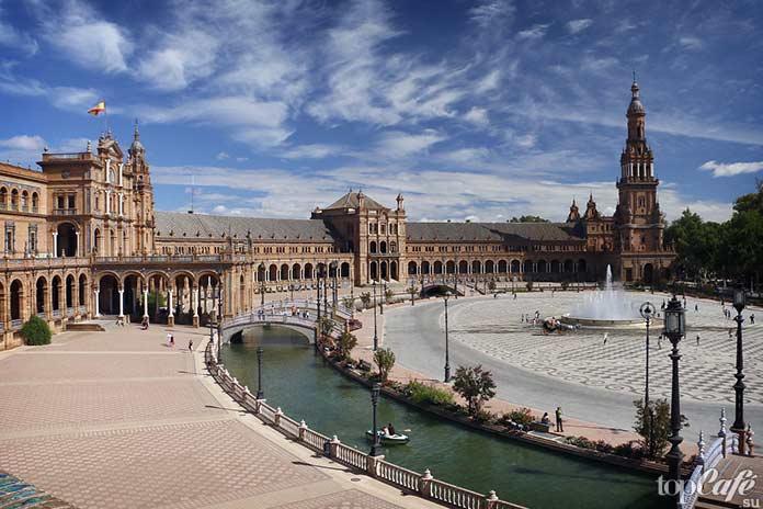 Севилья - одна из самых красивых европейских площадей