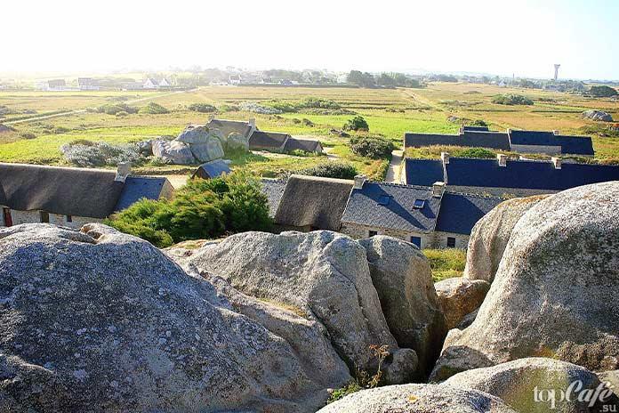 20 самых красивых деревень во Франции: Ménéham. CC0