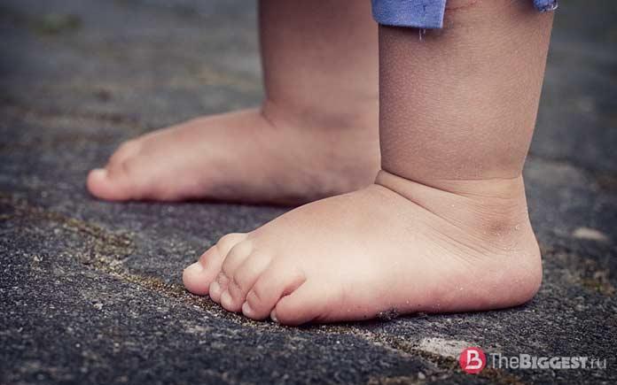 Самые необычные обряды и ритуалы мира: Прыжки над детьми